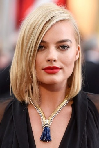 Margot Robbie straight blonde bob. Celebrity hairstyles | make up and beauty - flipped