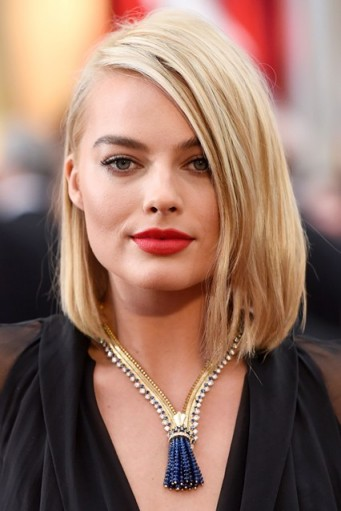 Margot Robbie straight blonde bob. Celebrity hairstyles | make up and beauty