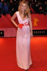 Blake Lively wearing a plunging pink Oscar de la Renta gown in Berlin, Germany, February 2009. #blakelively celebrity dresses – red carpet fashion – designer gowns – Blake Lively's style evolution