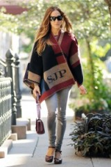 Sarah Jessica Parker wearing a Burberry monogram blanket cape. SJP street fashion ~ designer capes ~ style icons