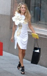 Carrie in the iconic white flower dress SATC movie ~ Sex and the City #SJP