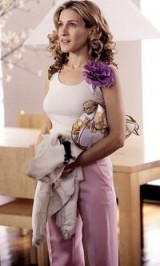 This look is unforgettable, with Sarah Jessica Parker as Carrie Bradshaw in pale pink trousers, tank and purple corsage brooch. Flower brooches | celebrity jewellery