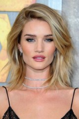 Rosie Huntington-Whiteley's layered shoulder length blonde hair…stunning! Celebrity hairstyles | make-up & beauty