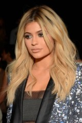 Kylie Jenner's long layered blonde hair. Celebrity hairstyles | make up and beauty | Jenner style icons