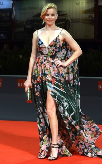 Hollywood News Red Carpet Fashion And Celebrity Listing