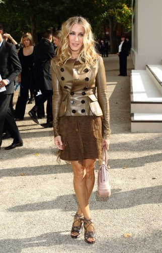 I never thought brown could look this amazing!…Sarah Jessica Parker in 2010 at LFW s/s 2011, wearing a Burberry Prorsum leather double breasted jacket and ruffled lace dress. SJP outfits   style icons - flipped