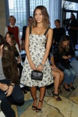 Such a gorgeous look on Jessica Alba at Tory Burch Spring 2016 NYFW. Celebrity fashion | star style | Front Row celebrities | summer dresses | trends