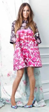 Sarah Jessica Parker for The Edit dressed in Mary Katrantzou. Designer fashion / celebrity style / photoshoots / floral prints