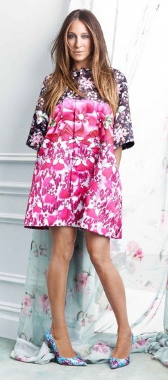 Sarah Jessica Parker for The Edit dressed in Mary Katrantzou. Designer fashion / celebrity style / photoshoots / floral prints - flipped