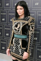 Kylie Jenner Front Row at the Balmain x H&M fashion show in New York City on 20 October 2015. Style icon ~ style icons outfits ~ celebrities at fashion shows ~ embellished mini dress