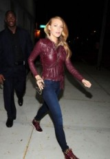 Blake Lively out in NYC…fringed leather jacket & skinny jeans. #blakelively style icon – casual celebrity outfits