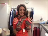 Laura Tobin trying out fingerless gloves from Accessorize #WinterWarmers