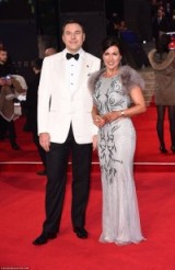 Susanna Reid looking amazing in this grey gown with faux fur shoulders alongside David Walliams looking dapper in a white tux #007 #spectre #premiere
