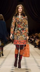Burberry Prorsum FLORAL COTTON GABARDINE TRENCH COAT antique green. Designer trench coats – floral printed outerwear