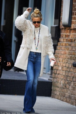 Kate Hudson Out In Nyc Wearing A Nude Loeffler Randall Blocked She