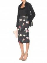 NO. 21 Rose-print satin skirt ~ black floral skirts ~ designer fashion ~ pencil style ~ stylish ~ chic