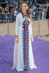 Sarah Jessica Parker dressed in a Mary Katrantzou gown ~ style icons ~ stylish celebrities ~ celebrity gowns