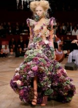 Amazing floral covered gown by Alexander McQueen. flowers / gowns