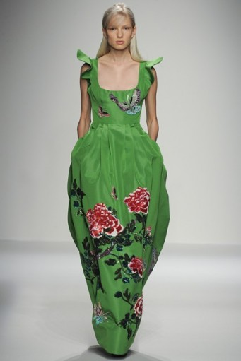 Andrew Gn Spring 2016 Ready-to-Wear ~ catwalk fashion ~ designer clothes ~ floral & insect embroidery ~ green gowns