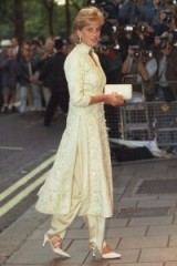 Princess Diana looked stunning wearing a cream shalwar kameez (pantaloons & tunic) given to her by friend Jemima Khan, at a cancer fundraiser in London, July 1996. Diana's style ~ outfits ~ royal fashion ~ royalty