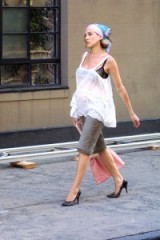 Carrie Bradshaw street style ~ Sex and the City fashion ~ SATC