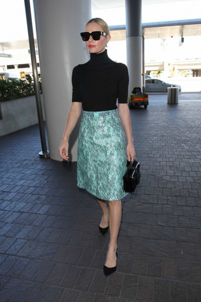 Love this look on Kate Bosworth arriving at LAX airport, she looks so chic and put together, October 2015. Celebrity fashion | outfits | travel style
