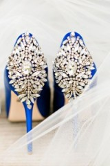 These blue and jewelled Wedding shoes looking amazing!