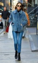 Alexa Chung street style. Casual celebrity fashion – winter outfits