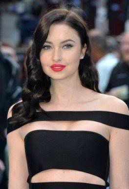 Hollywood style hair…Emma Miller's long dark retro waves. Celebrity hairstyles   Emma Miller beauty and make up - flipped