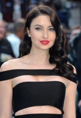 Hollywood style hair…Emma Miller's long dark retro waves. Celebrity hairstyles | Emma Miller beauty and make up