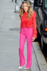 Love this look on SJP, looks like something Carrie Bradshaw would choose…Prabal Gurung bright red blouse with a pair of hot pink trousers ~ style icons ~ Sarah Jessica Parker fashion ~ celebrity outfits