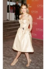 Looking very girly in this nude strapless Oscar de la Renta dress and barely there high heels, Sarah Jessica Parker attends the 2003 CFDA Awards ~ style icons ~ celebrity dresses ~ fashion