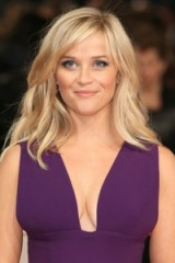 Reese Witherspoon's tousled blonde waves. Celebrity hair | red carpet hairstyles | make up and beauty