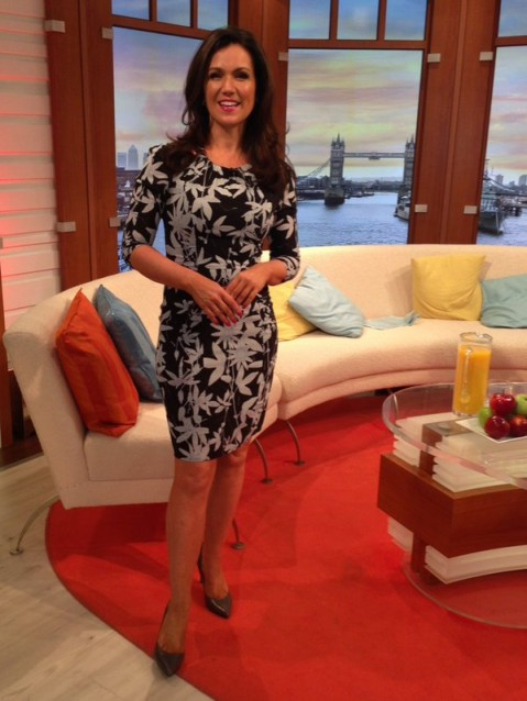 Susanna Reid on GMB this morning look gorgeous in her dress (whistles.com) and shoes (jonesbootmaker.com)