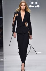 Model Gigi Hadid doing her thing on the catwalk at Atelier Versace – PFW Haute Couture S/S 2016 – models working – celebrity style