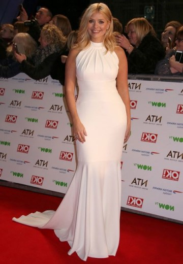 Holly Willoughby looks stunning at the NTA's in this white gown. Does anyone know who sells it? - flipped