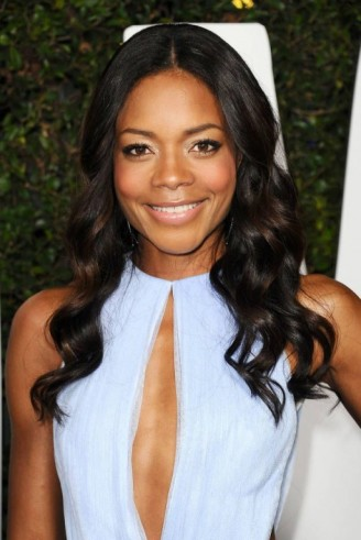 Naomie Harris's long dark soft curls with centre parting. Celebrity hair | red carpet hairstyles | make up and beauty