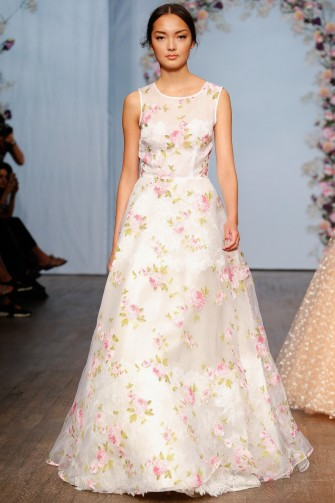 Ida Sjöstedt Spring 2016 – white sleeveless gown with pink applique flowers