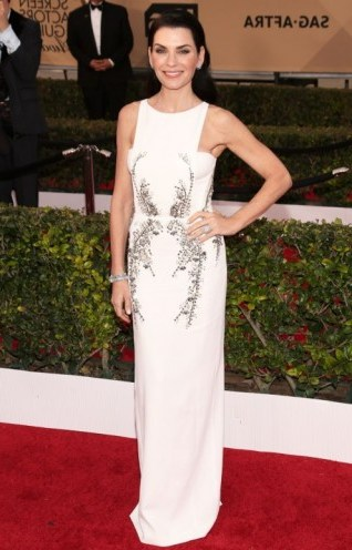 Julianna Margulies in Antonio Beradi – 2016 SAG Awards. Celebrity fashion | designer gowns | red carpet dresses | celebrities at events - flipped