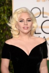 Lady Gaga attends the 2016 Golden Globe Awards wearing a black Versace gown & with her hair worn in Marilyn Monroe style platinum waves – celebrity style – blonde hairstyles – beauty & makeup – events