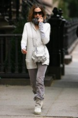 Sarah Jessica Parker street style in grey jeans & white cable knit cardigan ~ casual celebrities ~ style icons ~ SJP ~ celebrity outfits