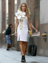 Carrie Bradshaw ~ SJP ~ SATC white flower dress ~ Sex and the City movie ~ fashion ~ dresses