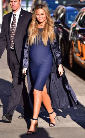 Chrissy Teigen pregnancy style ~ chic maternity ~ stylish celebrities ~ beautiful women