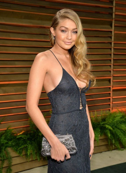 Gigi Hadid's hair in Hollywood style retro waves – celebrity hairstyles – beauty - flipped