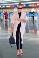 Model Rosie Huntington-Whiteley casual chic style
