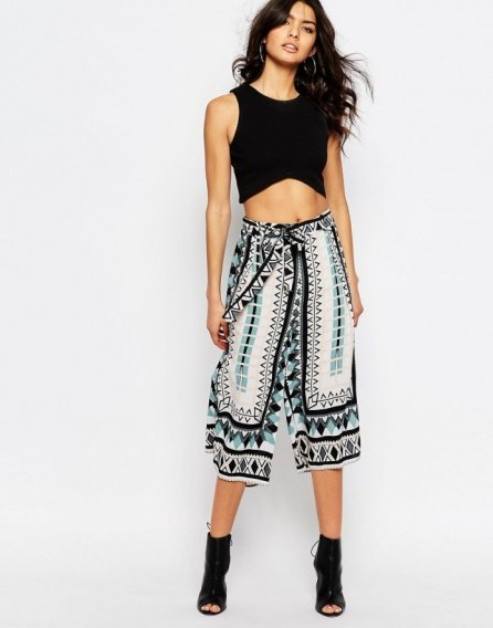 River Island Tie Waist Culotte blue geo print. Summer pants | printed culottes | holiday fashion | cropped trousers - flipped