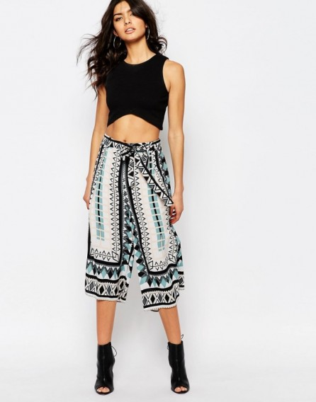 River Island Tie Waist Culotte blue geo print. Summer pants | printed culottes | holiday fashion | cropped trousers