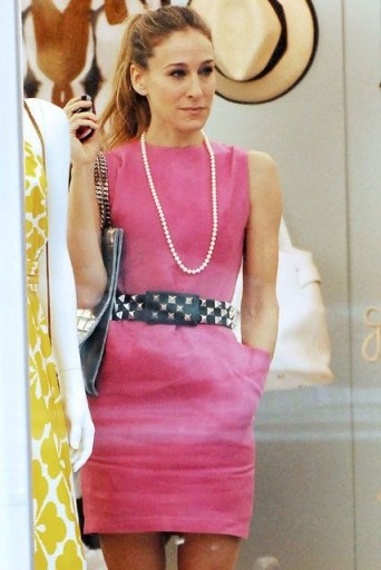 Carrie Bradshaw's pink sleeveless shift dress with wide pyramid stud belt ~ Carrie Bradshaw style ~ outfits ~ high ponytail ~ accessories ~ dresses