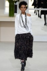 Chanel Ready to Wear F/W 2016 PFW – chic outfits – monochrome – autumn trends – runway models – fringed skirts – luxury knits