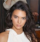 Kendall Jenner's hair and make up look flawless